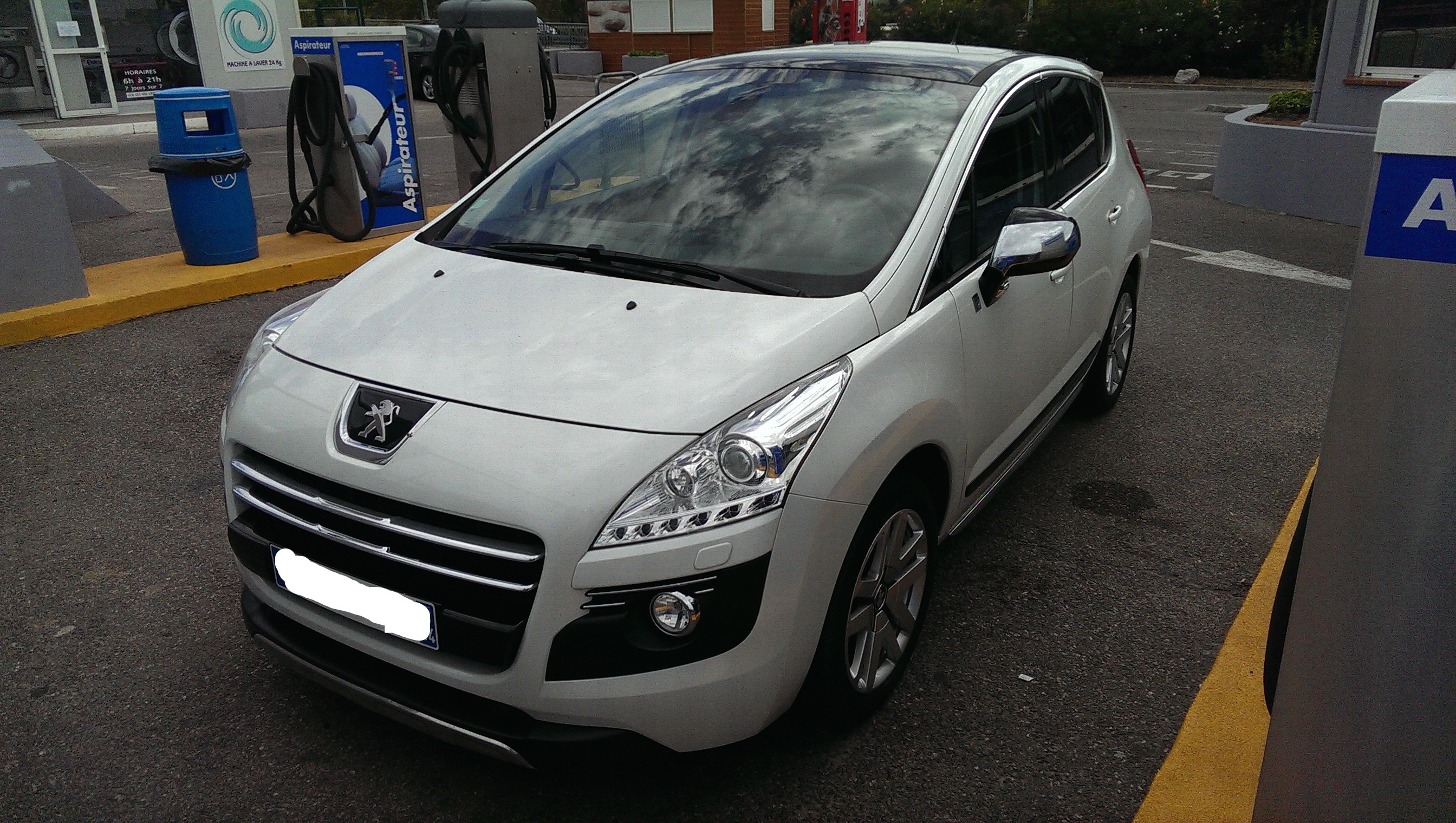 Voiture peugeot 3008 hybrid4 200cv provence alpes c te for Boite interim salon de provence